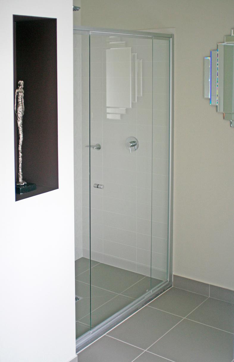 Frameless shower doors for fiberglass showers frameless for Frameless shower doors cost